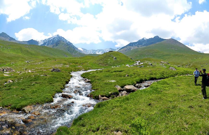 Переход реки Правый Чемолган при движении к Каскеленскому ущелью