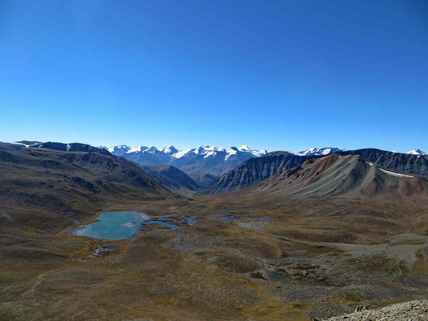 озеро Примул с высоты хребта