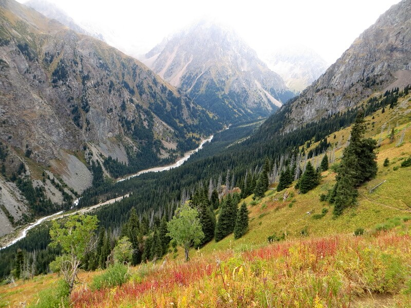 Вид на Левый Талгар с тропы на Талгарский перевал.
