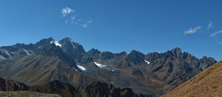 Вершины Туюксу с Левого Талгара