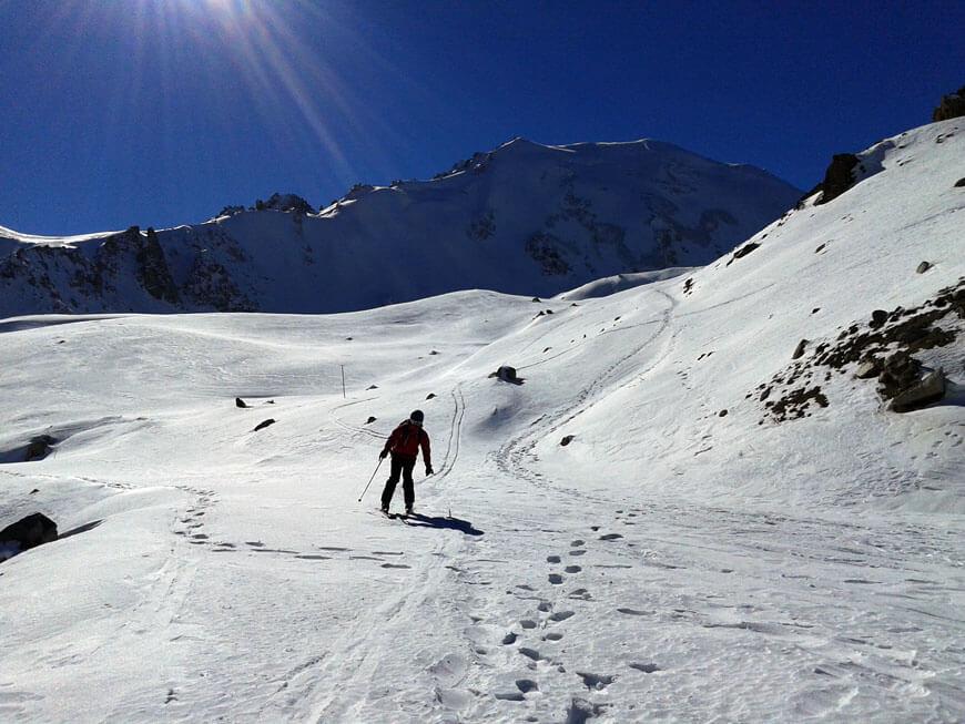 Спуск на лыжах Вовка