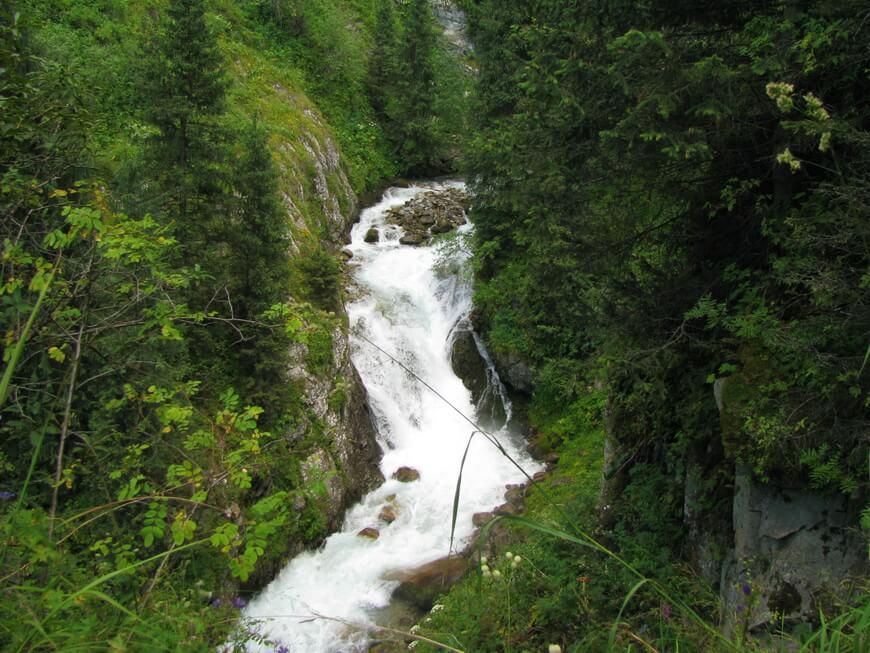 Большой водопад на реке Проходной