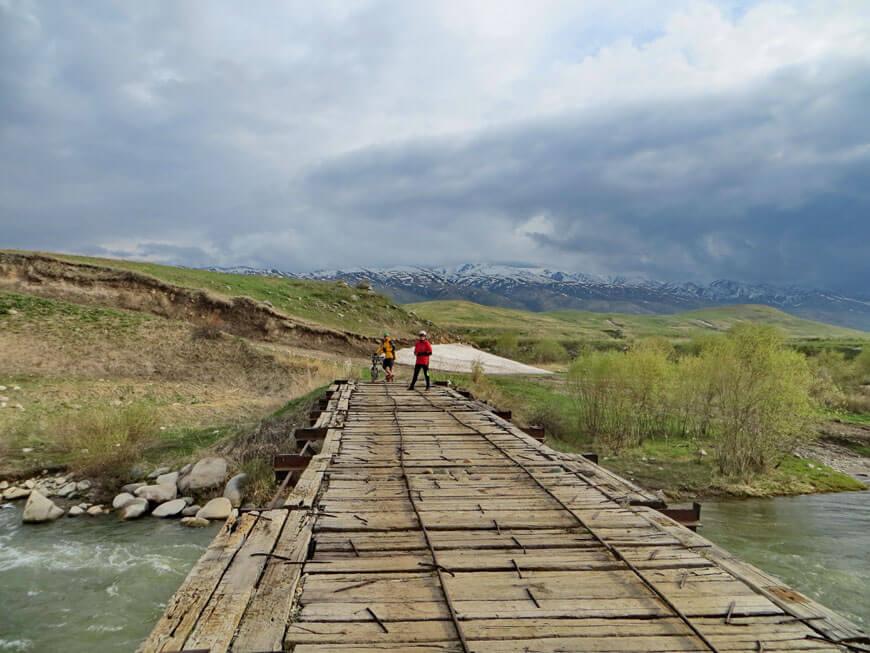 река Кескентерек, мост, недолеко от поселка Аралтобе