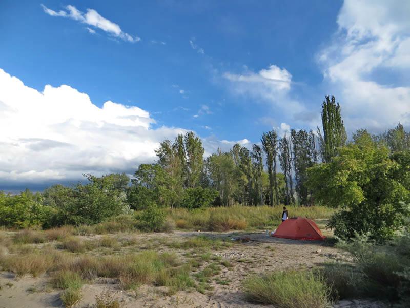 на озеро Иссык-Куль с палатками