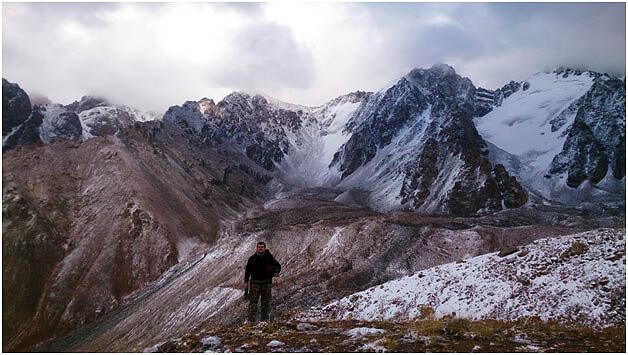 Автор идет домой, радуясь улучшению погоды. Но вскоре снова все затянуло и посыпал снег.