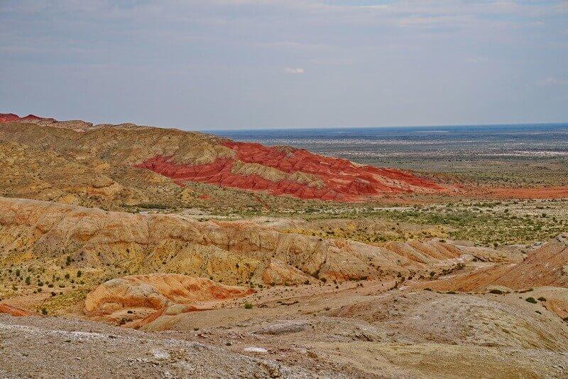Цветные отложения в меловых горах Актау