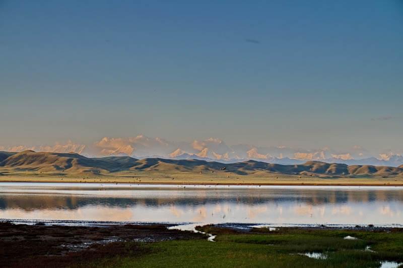 Вид на Хан-Тенгри с озера Тузколь