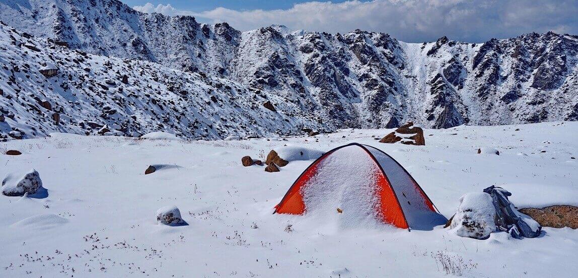 Когда заканчивается сезон многодневных горных походов в Алматинских горах?