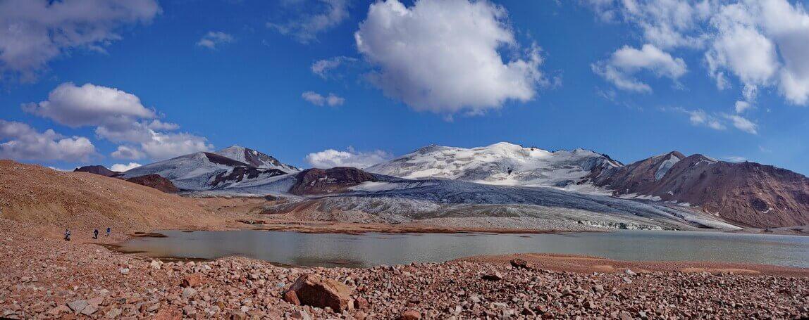 озеро под ледником Макаревича