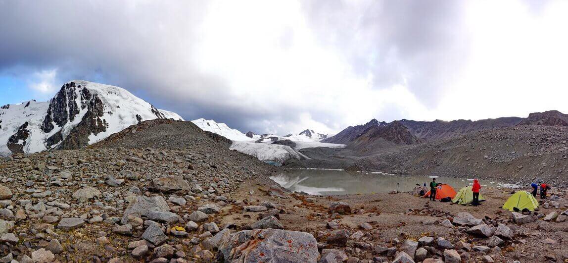 Моренное озеро под ледником Горного Института
