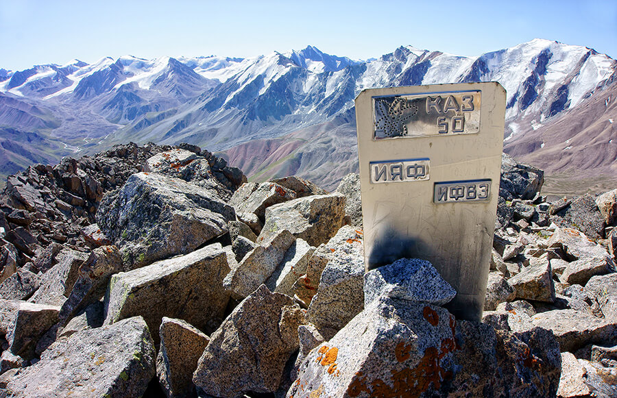 Вершина пика Турна (ИЯФ) 3970 м