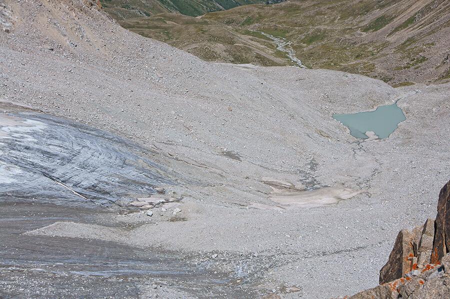 Моренное озеро горы Карнизной