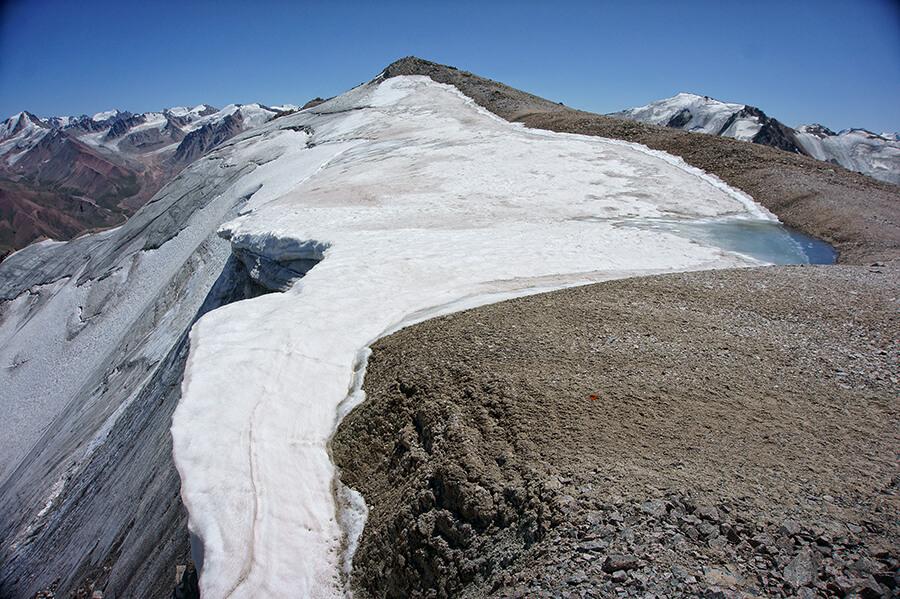 Озерцо Карнизного при таянии ледника