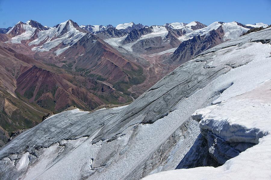 Пик Карнизный 4075 м