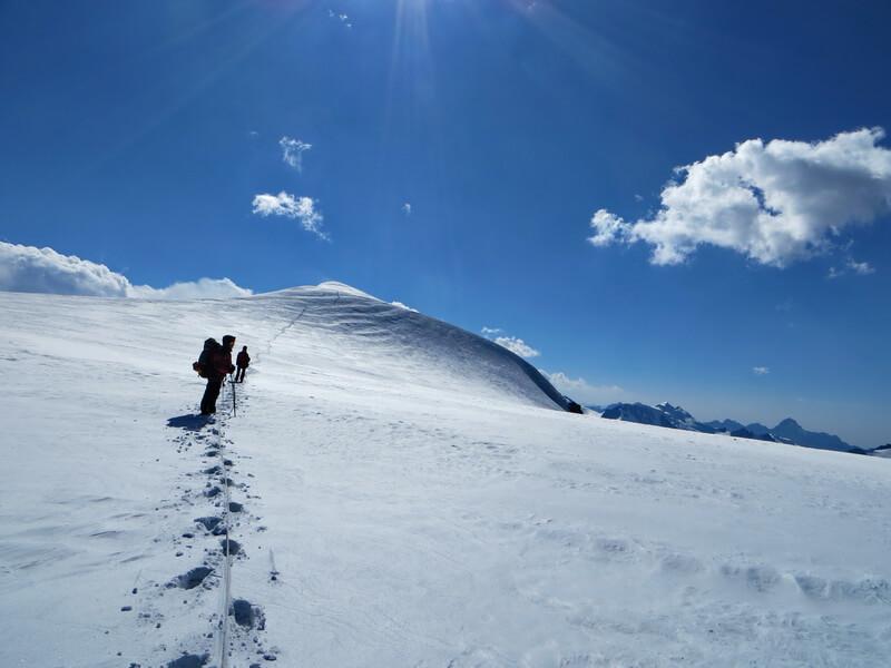 Перевал Суровый, ледник Корженевского
