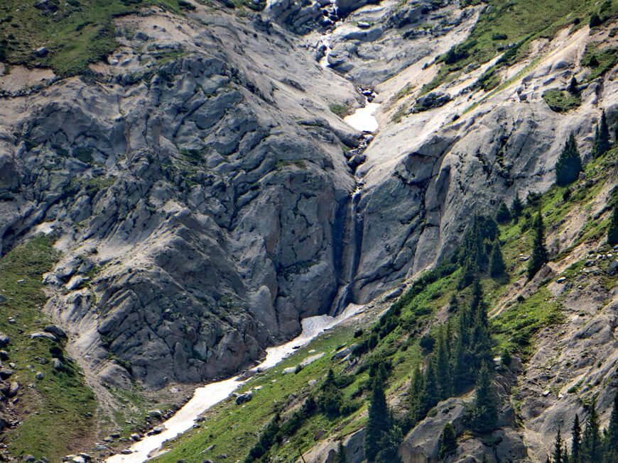 водопад в Каргалинском ущелье