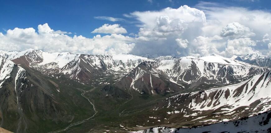 пик Турист Казахстана, Проходное ущелье