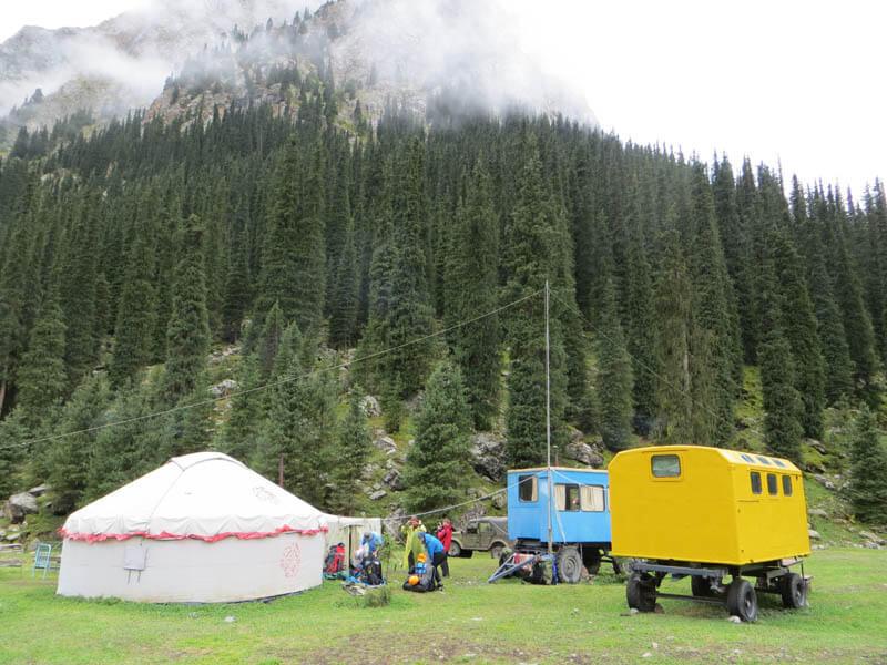 Альпинисткий лагерь в Караколе