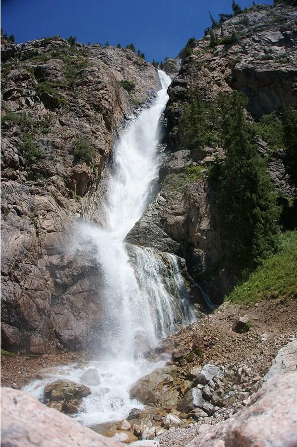 Бурхан Булак водопад