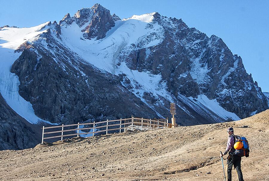 Ледник Тиль, Аяк и пик Физкультурник