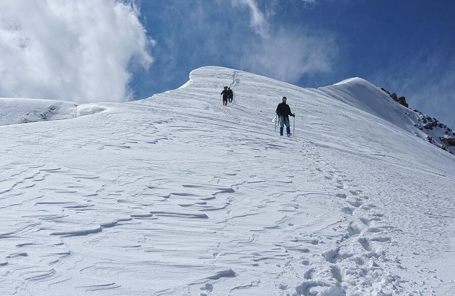 Спуск с ледника Локомотив