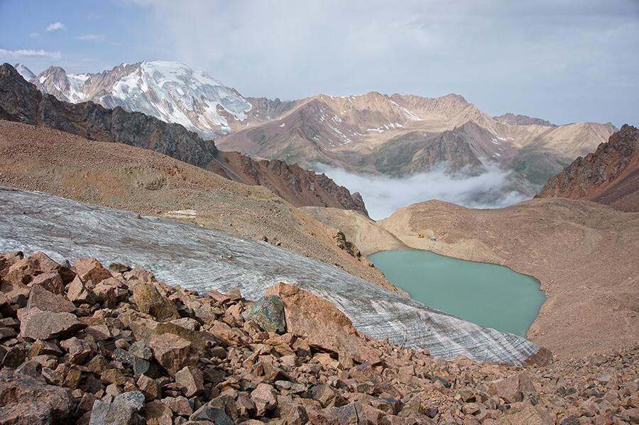 Ледник Маншук Маметовой и оспыпной склон