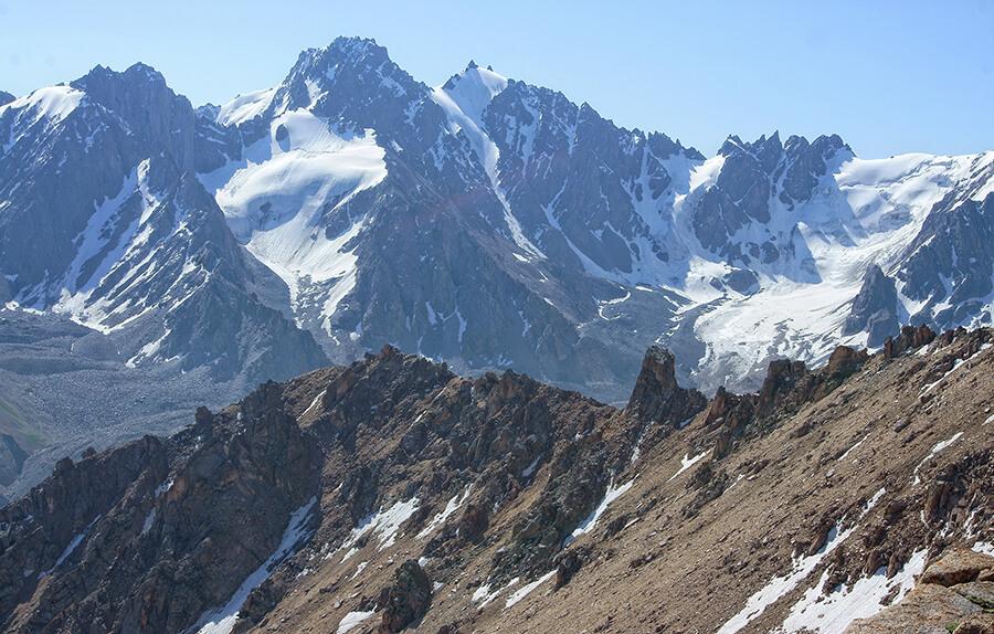 Дорога к перевалу Титова
