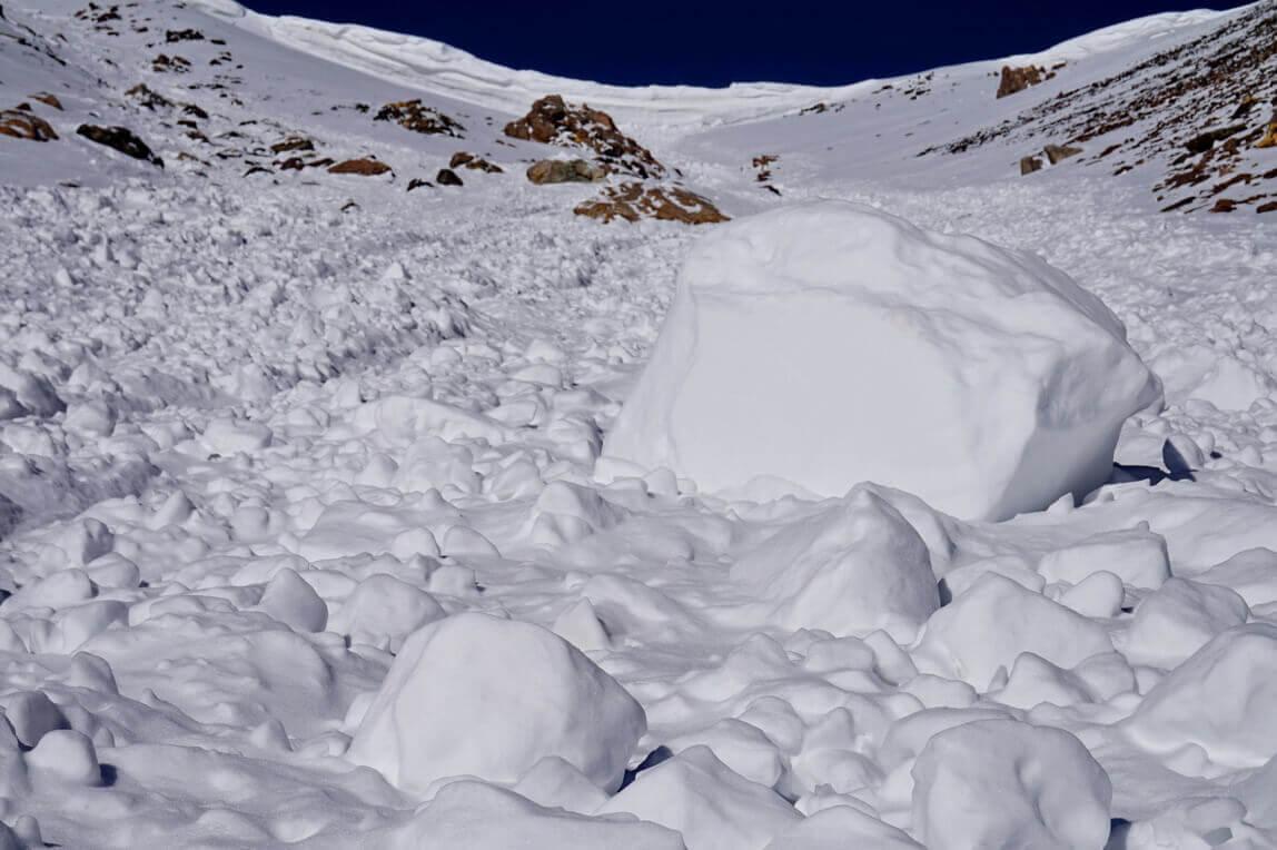 lavinnaya-opasnost-v-gorah