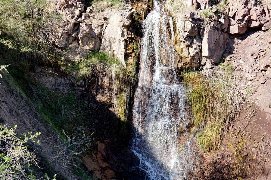 gory-Karjantau, reka-shetkarjansay, vodopad