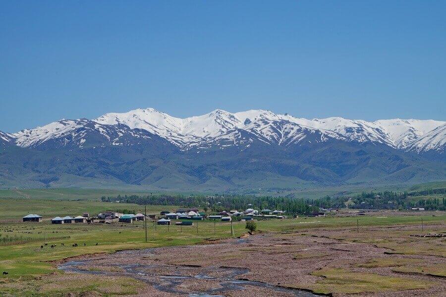 gory-Karjantau, pik-Mynbulak, selo-karjan